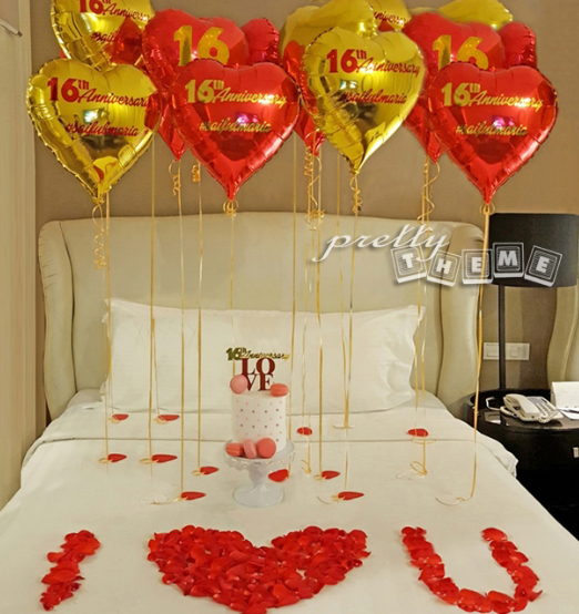 How to Decorate a Hotel Room Romantically for a Man