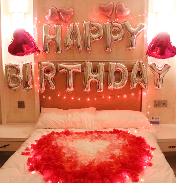 How to Decorate a Hotel Room for his Birthday